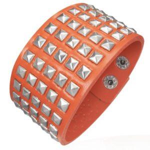 Koženkový náramok - vystupujúce pyramídky, oranžový U12.4